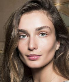 Annabel Meggeson's Weekend Beauty Edit: The no makeup, makeup look A clever trick to do the no make-up make-up look, plus a gorgeous new perfume Best Eyebrow Brush, Best Eyebrow Products, Eyebrow Makeup, Brows Products, Eyebrow Tips, Makeup Eyebrows, Full Eyebrows, Permanent Eyebrows, Natural Eyebrows