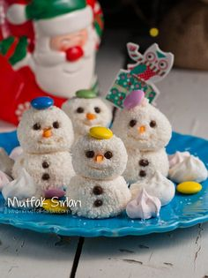 Kids will get a kick out of this pumpkin-shaped dessert, and love that it tastes like just like classic Rice Krispie Treats. Coconut Balls, Snowman Cookies, Frozen Birthday Party, Perfect Food, Party Snacks, Christmas Desserts, Beautiful Cakes, Food Art, Kids Meals