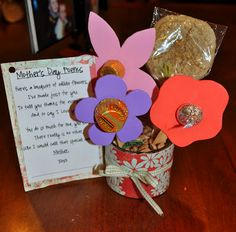 Please your Mom and grandma with some of the adorable and cute handmade gifts and crafts this Mothers day. And by the way, Mothers Day falls on May Mother Poems, Mother And Father, Cute Crafts, Crafts To Make, Kids Crafts, Easy Crafts, Candy Poems, Activity Day Girls, Activity Days