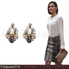 Unos coquetos y clásicos #pendientes para chicas con estilo ★ 9,95 € en https://www.conjuntados.com/es/pendientes/pendientes-medianos/pendientes-cortos-de-cristales-en-blanco-gris-y-ambar.html ★ #novedades #earrings #conjuntados #conjuntada #joyitas #lowcost #jewelry #bisutería #bijoux #accesorios #complementos #moda #fashion #fashionadicct #picoftheday #outfit #estilo #style #GustosParaTodas #ParaTodosLosGustos