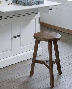 Un tabouret en bois bohème dans ma déco | Shake My Blog Deco Boheme, Shake, Stool, Blog, Inspiration, Furniture, Home Decor, Wood Rounds, New Ideas