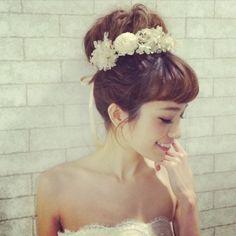 ロングヘアはアップで♡ミニドレスに似合うお団子の髪型の参考に♡