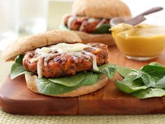 Be the belle of the barbeque with Cabot Creamerys exceedingly yummy black bean veggie burger recipe! Topped with lactose-free cheddar, for veggies & meat-lovers alike, get the recipe here! Vegetarian Lifestyle, Vegetarian Recipes, Healthy Recipes, Delicious Recipes, Vegetarian Options, Healthy Dinners, Yummy Yummy, Free Recipes, Healthy Food