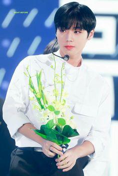 박지훈 워너원 Park Jihoon Wanna One Cho Chang, 61 Kg, Produce 101 Season 2, My Destiny, Ha Sungwoon, Child Actors, Fans Cafe, Being In The World