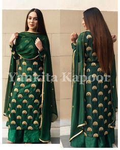 How gorgeous she looks in our bottle green silk kurta set 😍 Dress Indian Style, Indian Dresses, Indian Wear, Indian Outfits, Pakistani Dresses, Silk Kurti Designs, Kurta Designs Women, Kurti Designs Party Wear, Salwar Designs