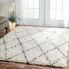Handmade Moroccan Trellis Shag Area Rug: white and grey. Beautiful!!great rug for living room, family room, dining, bedroom, office, or any room, really. Overstock.com Mobile