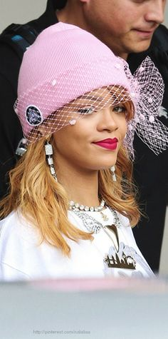 Street style - Rihanna- don't really like her but I have to say that is one clever hat