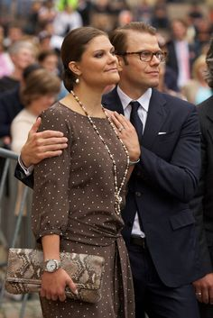Happy fourth wedding anniversary to Crown Princess Victoria and Prince Daniel of Sweden! Princess Victoria Of Sweden, Princess Estelle, Princess Madeleine, Crown Princess Victoria, Prince And Princess, Princesa Victoria, Queen Vic, Peek A Boo, Swedish Royalty