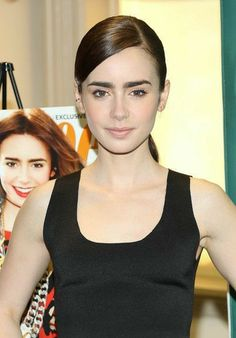 Lily Collins Photos Photos - Lily Collins greets fans outside 'Good Morning America' studios at Times Square in New York City. - Lily Collins Stops by 'GMA' Lily Collins Hair, Lily Collins Style, Phil Collins, Sandra Bullock, Lily Pictures, Bella Beauty, Long Hair Models, Celebrity Makeup, Celebrity Crush