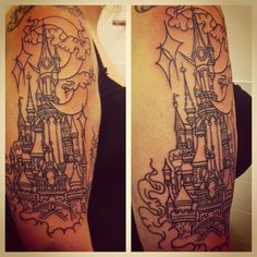 Disneyland Paris castle - done by Michael Gibson from Rude Studios, Leeds. Château Disneyland, Disneyland Paris Castle, Large Tattoos, Cool Tattoos, Awesome Tattoos, Time Tattoos, Sleeve Tattoos, Tatoos, Disney Castle Tattoo