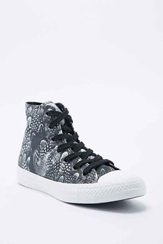 Converse Chuck Taylor High Top Trainers in Feather Print
