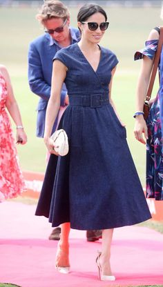 A Royal Smacker! Meghan Markle Lands A Huge Kiss On Prince Harry After Sentebale Polo Win! 🏇🏻 - Meghan Markle looked classy in her navy blue cotton Carolina Herrera dress with a V neckline – Ph - Jeans Dress, Dress Skirt, Dress Up, Wrap Dress, Dress Outfits, Casual Dresses, Fashion Dresses, Denim Outfits, Chic Outfits