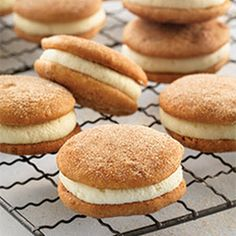 Snickerdoodle Whoopie Pies Mini Snickerdoodle Whoopie Pies - Cinnamon flavored cakes with our favorite whoopie pie filling.Mini Snickerdoodle Whoopie Pies - Cinnamon flavored cakes with our favorite whoopie pie filling. Pie Recipes, Baking Recipes, Cookie Recipes, Dessert Recipes, Baking Desserts, Flour Recipes, Just Desserts, Delicious Desserts, Yummy Food
