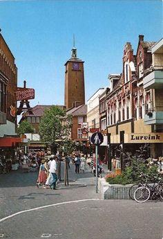 Zicht op stadhuis Enschede vanaf kruising de Heurne/ de Klomp / Kalanderstraat/ Langestraat