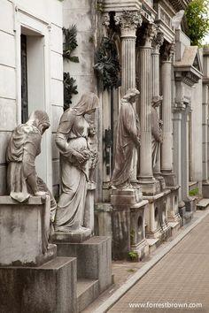 El cementerio y sus habitantes - Recoleta, Buenos Aires. Eva Peron is interred…