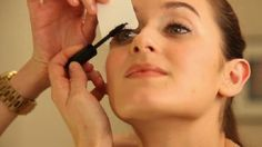 Place a business card behind lashes to apply mascara. It coats every single lash from bottom to top while leaving all the goopy mascara excess on the face of the card. Makeup Tips, Beauty Makeup, Eye Makeup, Hair Beauty, Makeup Hacks, Nail Hacks, Makeup Ideas, Best Mascara, How To Apply Mascara