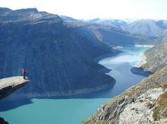 lieux spectaculaires dans le monde  : Trolltunga Odda, Norvège  |