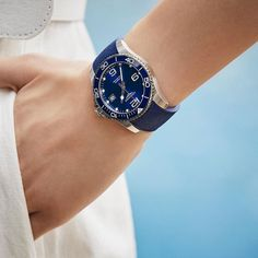A coloured ceramic insert has been added to the bezel of the new HydroConquest models. Longines Watch Men, Longines Hydroconquest, Nato Armband, Rolex Watches, Watches For Men, Swiss Watch Brands, Dream Watches, Girl And Dog, Automatic Watch