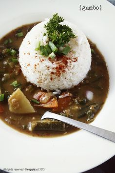 Here's a vegetarian version of a dish that is mostly done with meat and seafood. Very rarely you will find a vegetarian gumbo. Its a shame for vegetarians like me because this dish from Louisiana i...