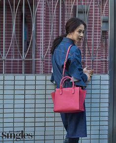 Song Ji Hyo Shows Her Casual Fashion with 'Singles' Photoshoot Running Man Cast, Ji Hyo Running Man, Korean Celebrities, Beautiful Celebrities, Monday Couple, Beautiful Songs, Louis Vuitton Speedy Bag, Casual Chic, Dior