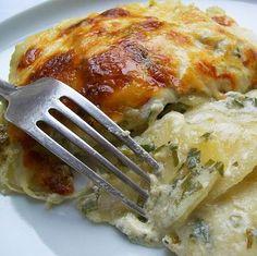 Egy finom Petrezselymes burgonya-gratin ebédre vagy vacsorára? Petrezselymes burgonya-gratin Receptek a Mindmegette.hu Recept gyűjteményében!