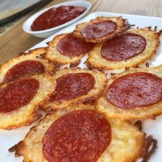 Pizza Chips Just 2 Ingredients Keto Pizza Chips Keto Pizza Chips This is easily a top 5 favorite keto snack of mine! Ingredients For The Pizza Chips 8 tbsp shredded mozzarella 8 pepperonis Seasonings of your preference Instructions For The P Keto Foods, Keto Snacks, Healthy Snacks, No Carb Snacks, Pizza Snacks, Keto Desserts, Healthy Fats, Healthy Weight, Eating Healthy