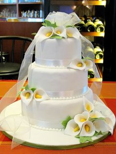Calla Lily Gum Paste Flower Singles for Weddings and Cake Decorating Elegant Wedding Cakes, Beautiful Wedding Cakes, Wedding Cake Designs, Beautiful Cakes, Amazing Cakes, Lys Calla, Foto Pastel, Frosting Flowers, Calla Lily Wedding