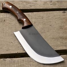 This bold and attention grabbing high carbon steel blade perfectly blends function and style into one beautiful and versatile tool. Complete with a handle made from exotic materials, each blade arrives hand-sharpened and ready for duty. Buck Knives, Cool Knives, Knives And Tools, Knives And Swords, Forging Knives, Forged Knife, Cleaver Knife, Knife Patterns, Best Pocket Knife