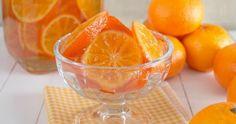Una manera muy sencilla, explicada paso a paso, de conseguir unas deliciosas mandarinas confitadas, para degustar solas o utilizar en otras recetas dulces.