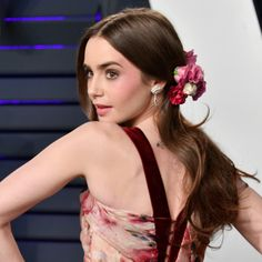 There Was So Much Amazing Beauty That Happened at the Vanity Fair Oscars Party Celebrity Hairstyles, Down Hairstyles, Lily Collins Hair, Texturizer On Natural Hair, Phil Collins, Vanity Fair Oscar Party, Photo Makeup, Nude Lip, Jennifer Lopez