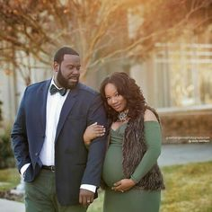 Love the color choices for the outfit. #maternity #photoshoot #african-american