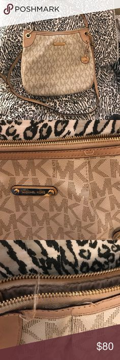 💜💜Michael Kors Crossbody Bag💜💜💜 ❤️❤️Michael Kors used Condition. Vanilla Crossbody bag. Flaws are threading is loose in two places, pictures are included. Michael Kors Bags Crossbody Bags