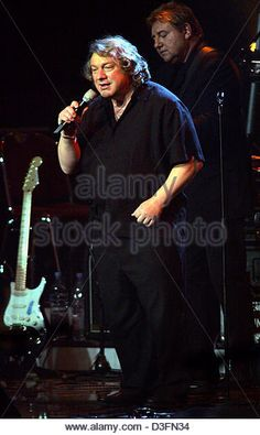 dpa-lou-gramm-of-the-music-group-foreigner-and-greg-lake-background-d3fn34.jpg (322×540)