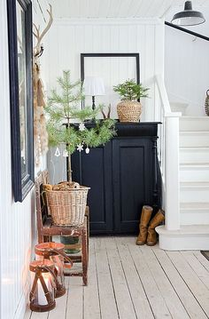 Christmas in the entryway (via Interior inspirations) (my ideal home.) Christmas in the entryway (via Interior inspirations) Always wanted to figure out how to knit, although not certain wher. Cottage Style, Farmhouse Style, Farmhouse Decor, Fresh Farmhouse, Industrial Farmhouse, Decoration Inspiration, Interior Inspiration, Garden Inspiration, Decor Ideas