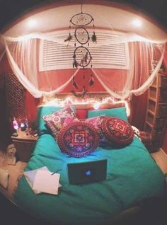 ♡ Just something simple like this would be my favorite room to ever be in