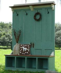 40 Creative Ways to Repurposed an Old Door - Vintage furniture that reuses and recycles old wood doors looks attractive and original. Creative recycled crafts and furniture design projects offer great inspiration for recycled old door tables by Joey Decor, Home Diy, Old Doors, Sweet Home, Remodel, House, Diy Home Decor, Home Projects, Home Decor