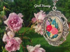 """""""Rabbim,şüphesiz benim tedbirim Sen'in takdirinden küçüktür."""" Affımı diliyorum... Berat Kandilimiz mübârek olsun🌹  #gonulkasnagi #beratkandili #af #mağfiret #gecesi #dua #istiğfar #niyaz #gül #bahçesi #instadaily #instaphoto #rose #embroidery #rokoko #nakış #likes #followers #flowers #love #vscocam #vscomphoto #pray #special #day #tasarim #sanat #hobi"""