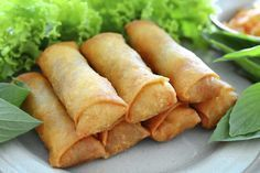 Spring rolls are a large variety of filled, rolled appetizers.It is very popular in pakistan and over most Asian countries.You can make it on daytime snaks or engjoy with your fiend and family.Here we share you easy spring rolls recipe. Southwestern Egg Rolls, Chicken Spring Rolls, China Food, Egg Roll Recipes, Ramadan Recipes, Mets, Snacks, Asian Recipes, Food Videos