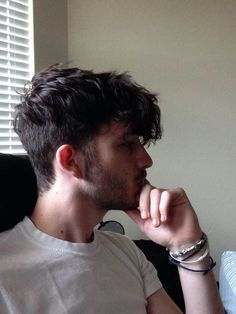 mens hairstyles with side shorter and top longer