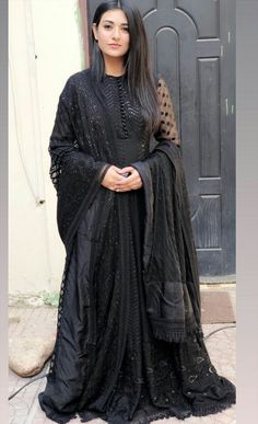 #NusratZahan Pakistani Frocks, Pakistani Formal Dresses, Pakistani Bridal Wear, Pakistani Dress Design, Pakistani Outfits, Indian Dresses, Stylish Dress Designs, Dress Neck Designs, Stylish Dresses