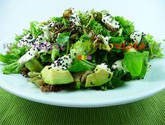Consistenta, racoritoare, gustoasa si aromata, #salata verde cu pui si #avocado nu va trece neobservata oriunde si oricand o veti servi!