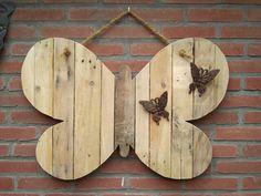 Houten vlinder. Gemaakt van pallethout, voor mijn moeder. Sloophout.