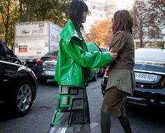 See what's trending on the streets of Paris: http://wwd.com/fashion-news/they-are-wearing/gallery/they-are-wearing-paris-fashion-week-spring-10246982/#!1/paris-fashion-week-street-style-169/?utm_source=twitter…