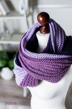 Crochet infinity scarf - hdc into back loop only going in rounds, raise 2slst and turn every row end. #LesykArt Безкінечний шалик гачком - напівстовпчик з накидом в задню петлю, ряди колами, підйом на 2 повітряні і повернути в кінці ряду #ЛесикАрт Craft Ideas, Knitting, Crochet, Crafts, Art, Fashion, Cute Blouses, Art Background, Moda