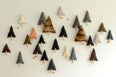 Count down to Christmas with an Advent calendar you and your kids can make.Out of all possible Christmas decorations,making a handmadeAdvent calendar is the ideal project for craft lovers and a nice family activity. You can use paper bags, boxes, recycled cardboard, envelopes, jars…and paint them in neutral or vibrant colours according to your taste. […]