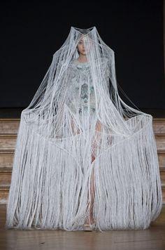 Défilé Yiqing Yin, haute couture printemps-été 2013