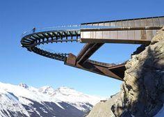 #ARCHITETTURA ✪ Glacier Skywalk di Sturgess Architecture Non so voi ma io non avrei mai il coraggio di salire su una passerella a strapiombo di 280 metri su un ghiacciaio! Però la trovo bellissima, voi no? :)