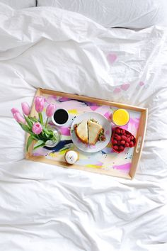 It's SO easy to transform a plain Ikea tray into a DIY Valentines Breakfast in Bed Tray. Even if you have zero painting experience, you'll feel like a. Valentines Breakfast, Valentines Diy, Valentine Day Gifts, Diy Crafts, Top 14, Bed Tray Diy, Breakfast Tray, Sunday Breakfast, Recipes