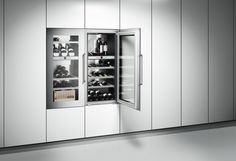 The 64 bottle-capacity wine climate cabinet RW 424 has two climate zones, both with exact control from +5 °C to +20 °C. Each zone offers a presentation light option that is continuously dimmable.