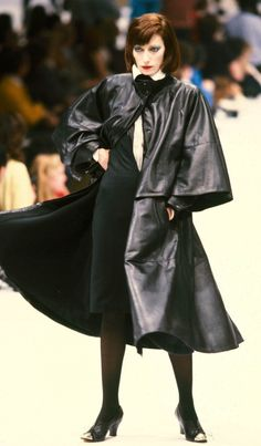 Fondazione Gianfranco Ferré / Collections / Woman / Prêt-à-Porter / 1982 / Fall / Winter